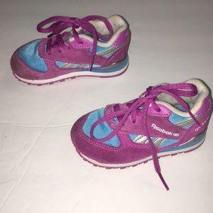 Reebok Shoes - Girls reebok classic peek n fit